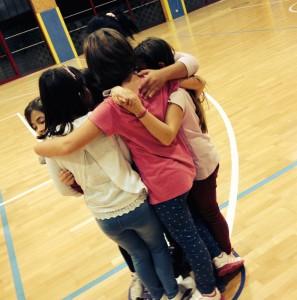 abbraccio ragazze